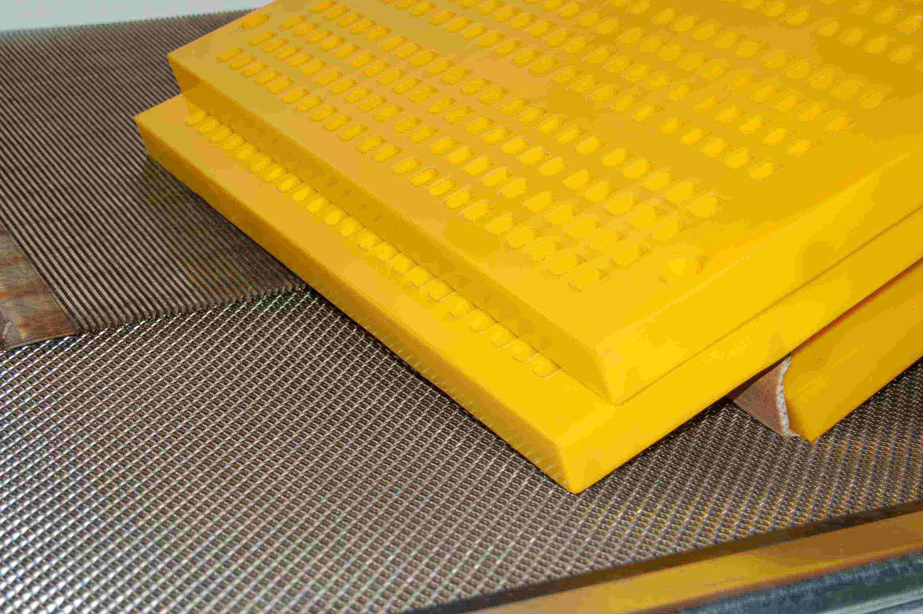 Wovenwire, wedgewire & polyurethane screens